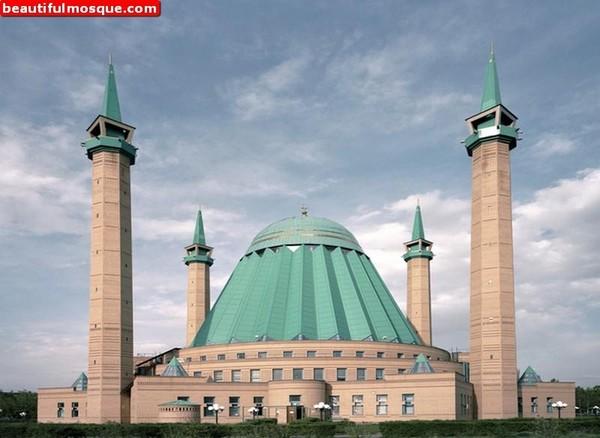 Nama masjid unik ini diketahui terinspirasi dari sosok sastrawan dan juga seorang sejarawan tersohor di Kazakhstan yakni Mashkhur Jusup. Istimewa/Dok. www.beautifulmosque.com.