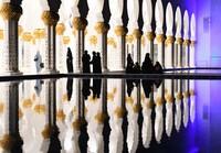 Masjid ini juga mewah dengan kolam yang merefleksikan fasad masjid. (AFP/KARIM SAHIB)