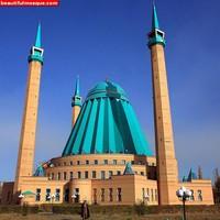Masjid Raya Mashkhur Jusup dikenal sebagai salah satu masjid terunik di dunia karena desain arsitekturnya yang tak biasa. Masjid yang memiliki atap berwarna biru mengerucut ini memiliki tinggi mencapai 54 meter. Istimewa/Dok. www.beautifulmosque.com.