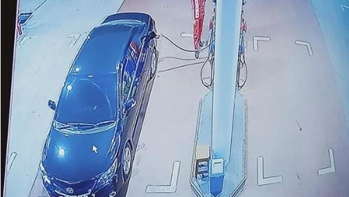 Corolla Altis kabur usai isi bensin