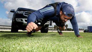 Atlet Rugby Ini Latihan Sambil Menarik SUV Lho
