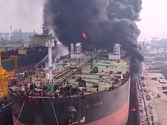 Kebakaran kapal di Belawan (dok. Istimewa)