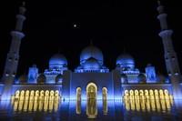 Masjid yang dibangun oleh Sheikh Zayed bin Sultan Al Nahyan selama 11 tahun, mulai 1996 hingga 2007. (AFP/ANDREW CABALLERO-REYNOLDS)