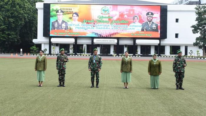 Kepala Staf Angkatan Darat (Kasad) Jenderal TNI Andika Perkasa, bersama dengan Danpusterad  Mayjen TNI Joppye Onesimus Wayangkau, dan Pangdam XVIII/Kasuari, Mayjen TNI Ali Hamdan Bogra.