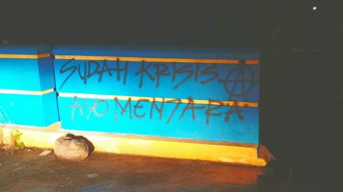 Aksi vandalisme 4 Pemuda di Pinrang; AR (25), AF (25), AA (21), dan AL (22) (Hasrul-detikcom).