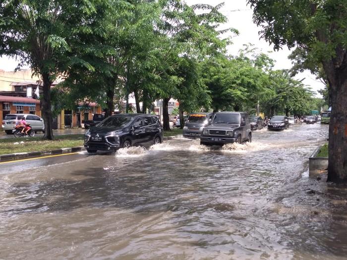 Banjir di Jalan Ngumban Surbakti Medan (Datuk Haris Molana-detikcom)