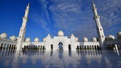 Peletakan Batu Pertama Masjid Raya Sheikh Zayed Solo, Hadiah Pangeran UEA