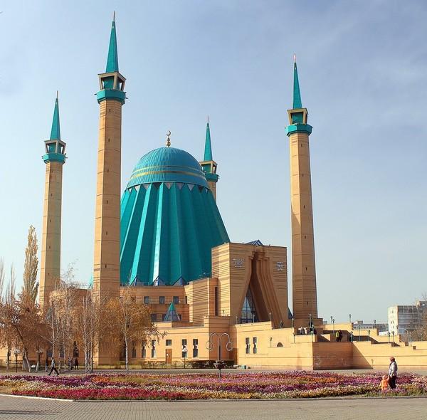 Hal menarik lainnya dari masjid ini adalah bila dilihat dari atas, Masjid Raya Mashkhur Jusup berbentuk bintang dengan delapan sudut. Istimewa/Dok. Wikipedia/Филюшин Дмитрий.
