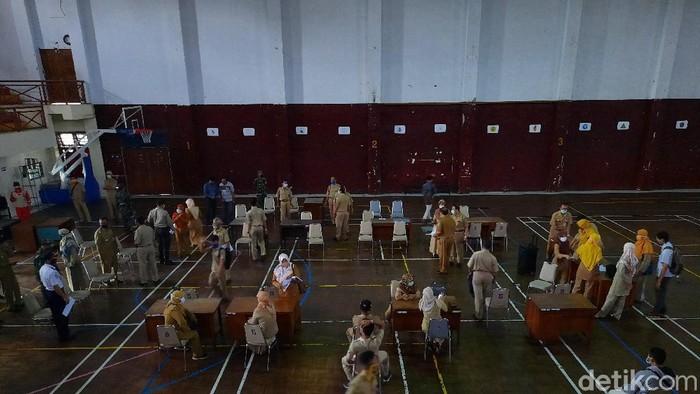 Persiapan rapid test di GOR Pangukan, Tridadi, Sleman