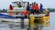 Petugas Gabungan Cari Bangkai Pesawat yang Jatuh di Danau Sentani