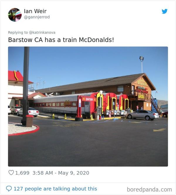 Bangunan Mcd di Barstow, California berbentuk gerbong kereta. (Bored Panda)