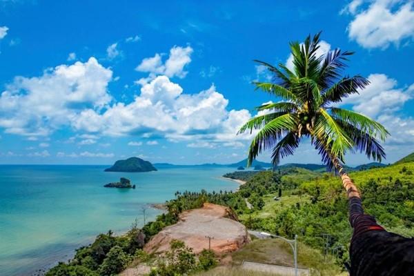 Bungkamnya pihak Thailand mungkin bisa dimaklumi, mengingat Koh Tao menjadi salah satu destinasi wisata yang harus dijaga nama baiknya. Namun kasus kematian beberapa turis asing di Koh Tao menjadi misteri yang hingga saat ini belum terpecahkan. Untuk itu tak serdikit orang menjuluki pulau tersebut dengan Pulau Kematian.