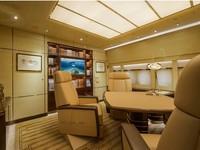 Ruang kantor dan ruang makan semuanya dilengkapi dengan kursi kulit. Istimewa/Dok. Boredpanda/albertopinto.
