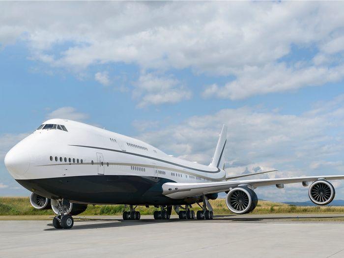 Temui Boeing Business Jet 747-8i, salah satu jet pribadi terbesar di dunia dan contoh sempurna tentang seperti apa kemewahan di udara. Berikut foto-fotonya.