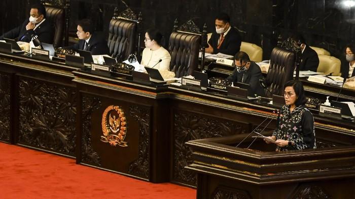 DPR RI menggelar rapat paripurna terkait Perppu Nomor 1 Tahun 2020 atau Perppu Corona. Paripurna DPR setuju Perppu Corona disahkan menjadi undang-undang (UU).