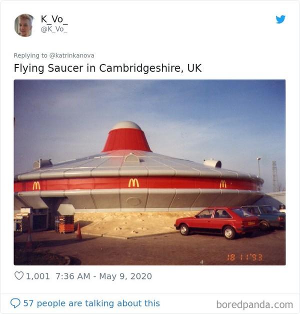 Bangunan Mcd di Cambridgeshirie, Inggris lebih keren, berbentuk pesawat UFO. (Bored Panda)