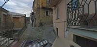 Meski begitu penduduk setempat hidup santai dan tenang di Colobraro. Katanya mereka kebal dengan kutukan karena memiliki darah leluhur. (Google Maps)
