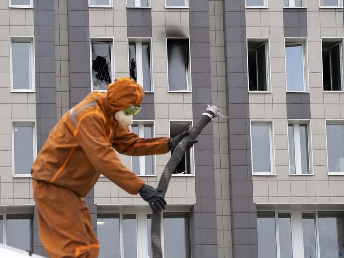Sebanyak lima pasien COVID-19 meninggal dunia di St Petersburg, Rusia. Mereka tewas setelah rumah sakit tempat mereka dirawat terbakar, Selasa (12/5).