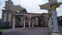 Masyaallah, Salat di Masjid Ar Rahman Blitar Berasa Seperti di Masjid Nabawi