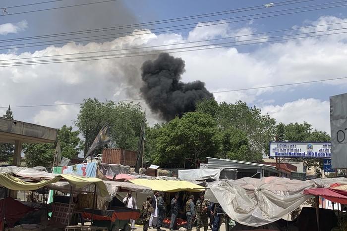 Sekelompok orang bersenjata menyerang sebuah rumah sakit di Kabul, Afghanistan. Penyerangan terjadi saat orang-orang tengah berpuasa, Selasa, 12 Mei 2020.