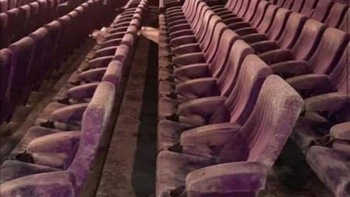 Kursi bioskop berjamur (Facebook via hype.my)