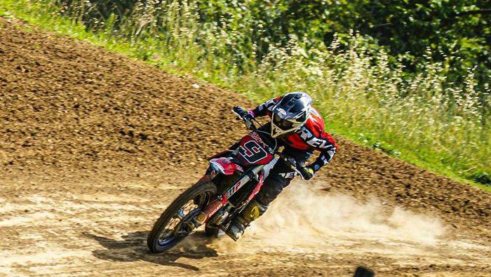 Rider Ducati, Danilo Petrucci, girang bukan main karena bisa naik motor lagi. Dia sudah lama tak mengendarai motor.
