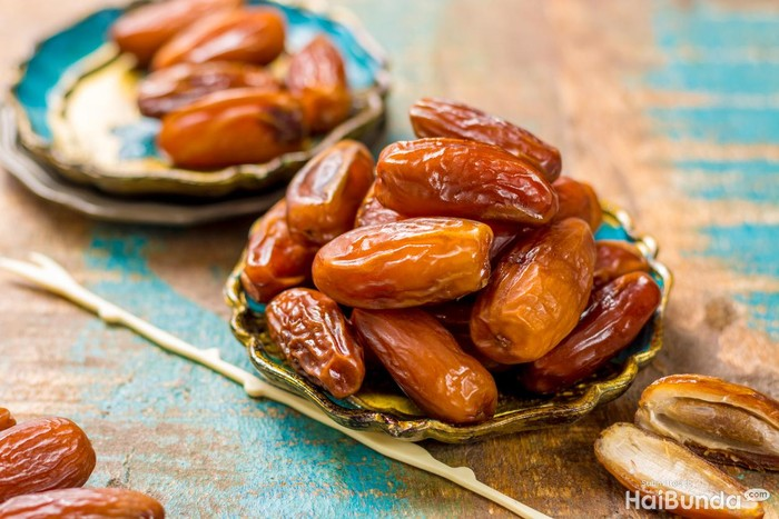 juicy Dried date fruits or kurma, ramadan meal with mint leaf, flat lay