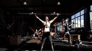 Lockdown Dilonggarkan, Warga Jerman Berolahraga di Tempat Fitness