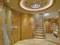 Ini adalah foyer utama yang memisahkan kamar tidur utama dengan bagian jet lainnya. Tangga mengarah ke lantai atas pesawat. Istimewa/Dok. Boredpanda/albertopinto.