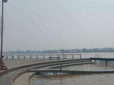 Keindahan Alun Kapuas Park di Tengah Kota Pontianak