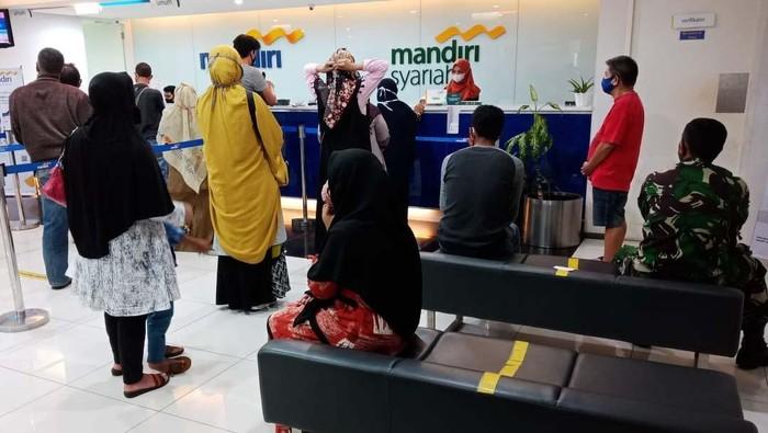 PT Bank Syariah Mandiri terus berekspansi untuk memperluas akses dan meningkatkan layanan bagi masyarakat Aceh. Mereka membuka 5 kantor cabang baru.