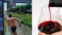 Hanya Pakai Kolor, Pria Ini Nekat Panjat Truk Untuk Minum Wine