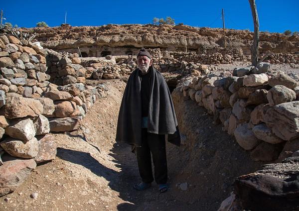 Desa Maymand dulunya pernah mengikuti agama mistis kuno Zoroastrianisme di bawah pemerintahan Persia. Sehingga terdapat sebuah gua yang kono berfungsi sebagai kuil, dan sekarang telah menjadi museum kecil. Pada Abad ke-7 barulah agama Islam masuk dan berkembang di desa ini.
