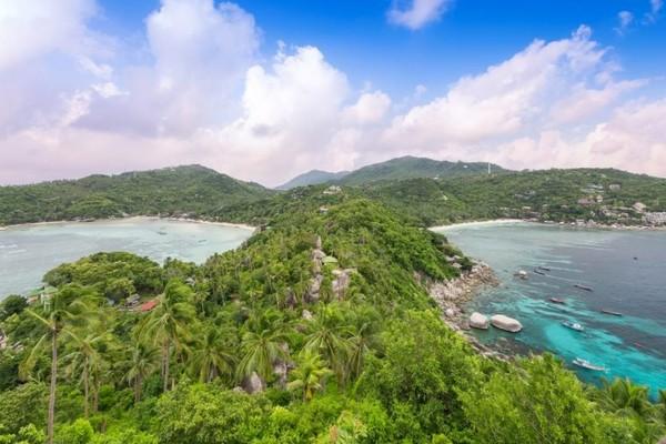 Sejak tahun 2014, citra Koh Tao sebagai tujuan wisata terganggu semenjak adanya kasus kematian misterius sejumlah turis asing disana.