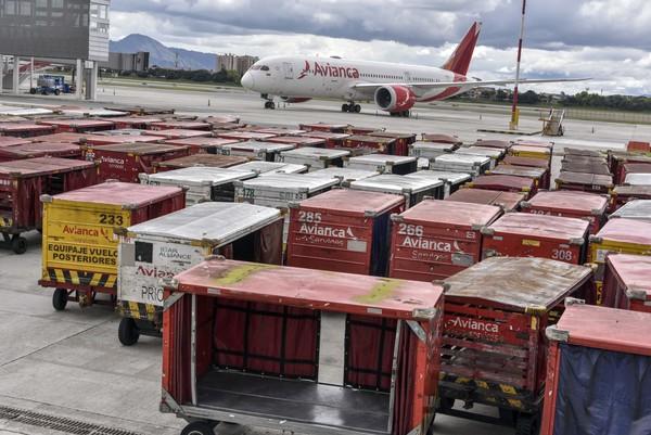 Pesawat Avianca terparkir di bandara Eldorado, Kolombia, Senin (11/5) waktu setempat.