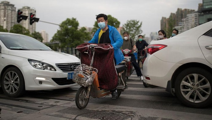 WUHAN, CHINA - MARCH 30: (CHINA OUT) A man uses a segway hoverboard on a street on March 30, 2020 in Hubei Province, China. Wuhan, the central Chinese city where the coronavirus (COVID-19) first emerged last year, will lift the lockdown on April 8, local media reported. (Photo by Getty Images)
