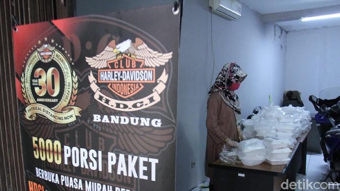 Harley Davidson Club Indonesia (HDCI) Bandung menggelar aksi kemanusiaan di tengah pandemi COVID-19 yang terjadi di Kota Bandung, Jawa Barat.