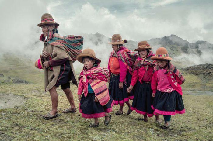 Suku-suku paling terpencil sedunia