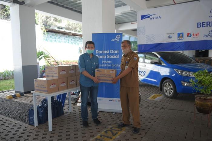 Federal International Finance menyerahkan paket sembako 67.890 paket yang disebar di berbagai tempat di Jakarta dan Bekasi.