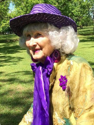 Nenek 91 tahun fashion show di belakang rumah
