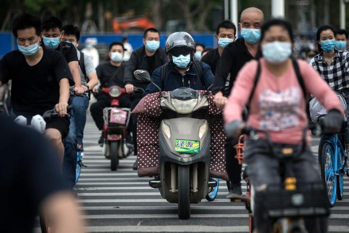 Aktivitas warga Wuhan, China kembali normal setelah pemerintah mencabut pembatasan ke luar rumah pasca lockdown yang berlangsung hampir 11 pekan.