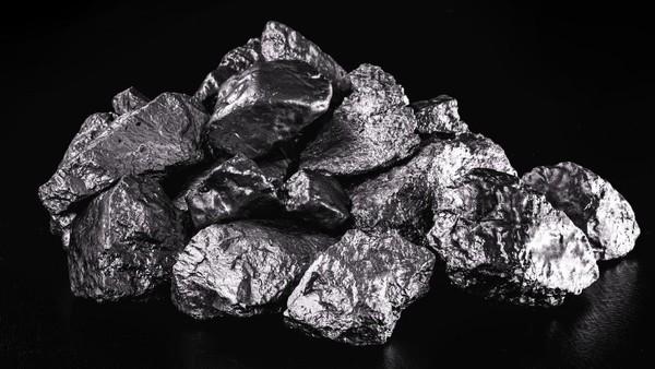 Kondyor Massif dijuluki sebagai Treasure Mountain alias Pegunungan Harta Karun. Beberapa jenis logam berharga seperti emas, perak hingga plutonium ditemukan di sini. (Getty Images/iStockphoto/RHJ)