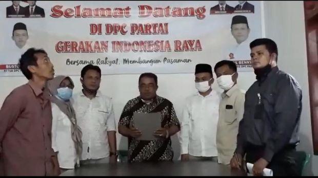Anggota DPRD Pasaman yang ribut dengan petugas PSBB meminta maaf. Ketua DPD Gerindra Sumbar, Ade Rosiade, mengatakan Martias dihukum memberi 2.000 paket sembako dan 5.000 masker (dok. Istimewa)