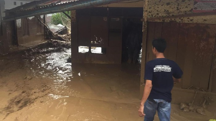 Banjir bandang di Desa Paya Tumpi, Kecamatan Kebayakan, Aceh.