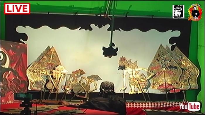 Tangkapan layar pentas wayang climen Boyolali secara live streaming. Rabu (13/5/2020).
