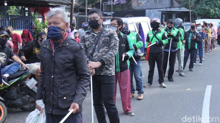 Ojol Antre Paket Makanan Murah di Bandung