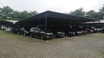 Ramai Orang Gadai Kendaraan, Gudang Pegadaian Mobil Terbesar Se-Indonesia Sampai Penuh