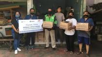 Bagi-bagi Paket Sembako untuk Warga