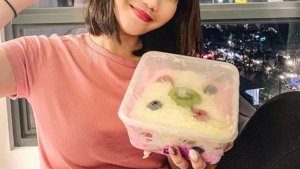 Intip Gaya Kulineran Cindy Caroline, Selebgram yang Baru Jadi Mualaf