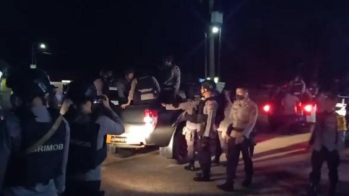 Polisi saat hendak membebaskan 7 personel yang disandera (dok. Istimewa)